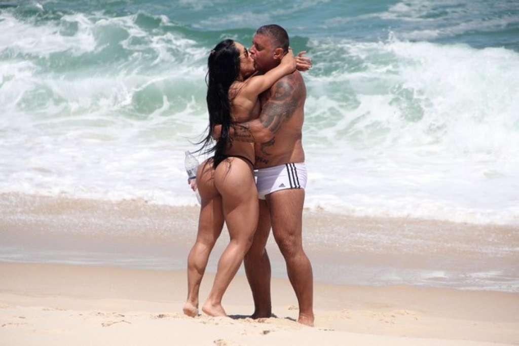 mulheres nuas na praia procuro homem