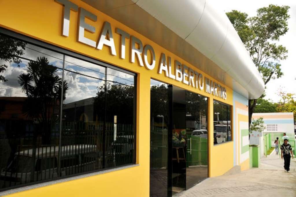 Teatro Alberto Martins oferece 200 vagas para oficina de dança de salão