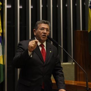 O deputado federal Caetano (PT-BA) ocupou a tribuna da Câmara nesta segunda (01) para cobrar uma ação coordenada para garantir maior segurança pública no município de Camaçari, na Bahia.