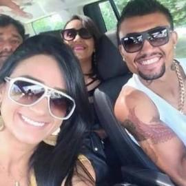 Musa do Vitória postou foto com atacante do Bahia.