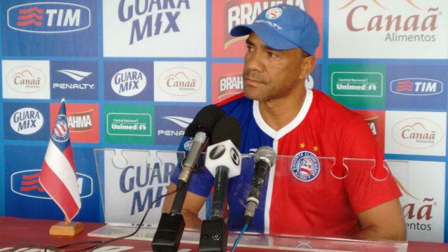 ... o técnico Sérgio Soares responsabilizou o árbitro gaúcho Leandro Pedro  Vuaden pela derrota do Bahia por 3 x 1 para o Vitória na tarde deste  sábado ff74a1db739eb