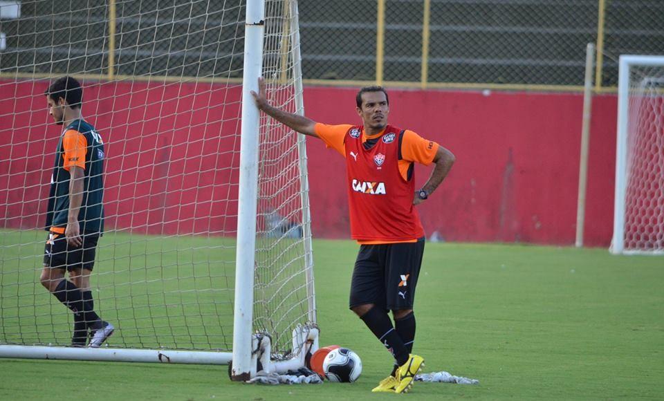 7a814d247b Presidente do Vitória confirma interesse na permanência de Leandro ...
