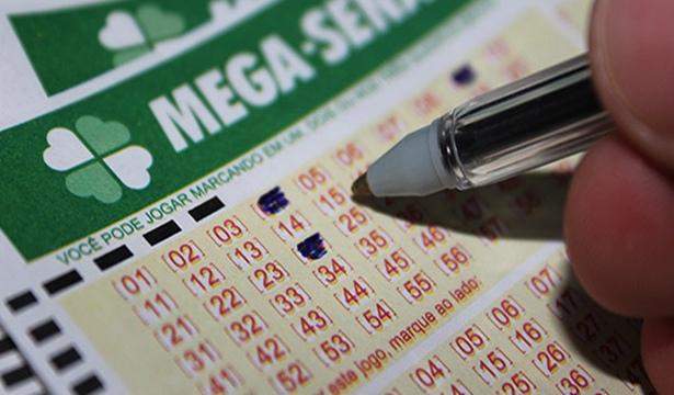 Mega-Sena acumula e pagará R$ 9 mi na quarta; veja números