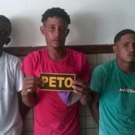 Os três foram presos em abordagem policial.