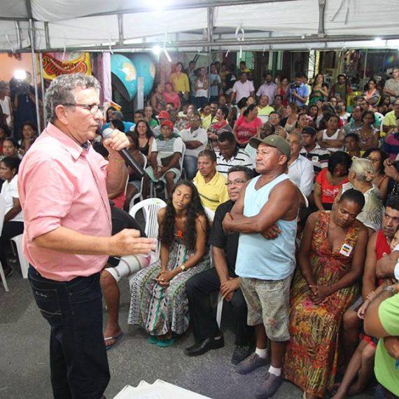 Caetano com população da Piaçaveira.