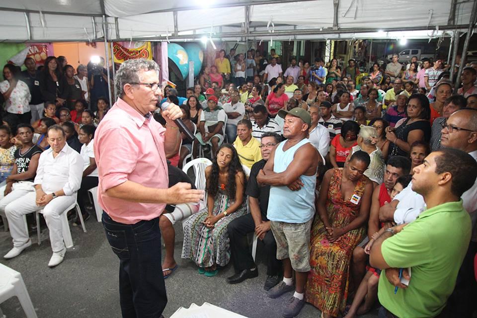 Caetano promove reunião em Coqueiro de Arembepe