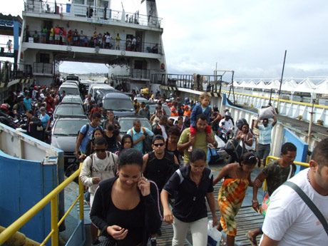 Ferry boat tem movimento intenso nesta sexta feira (21)