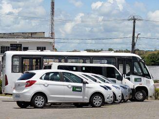 Elinaldo entregou os veículos neste sábado 21 no Centro Administrativo