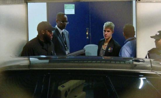 Justin Bieber chega ao Rio de Janeiro para iniciar turnê no Brasil