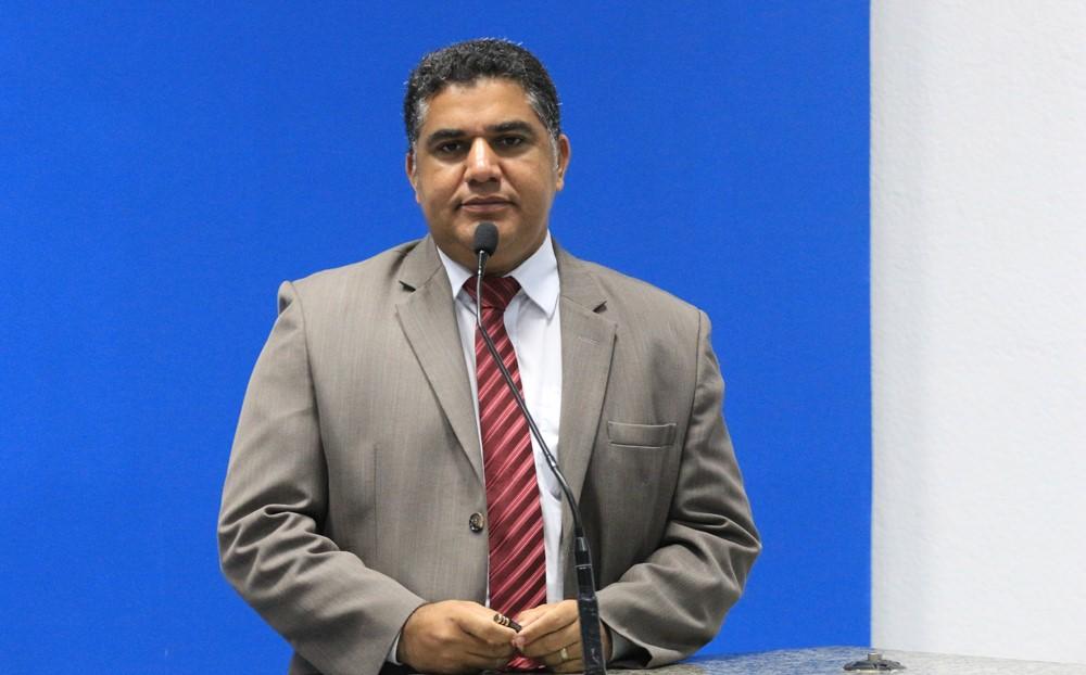 Câmara: Oziel quer contratar através de Reda em Camaçari