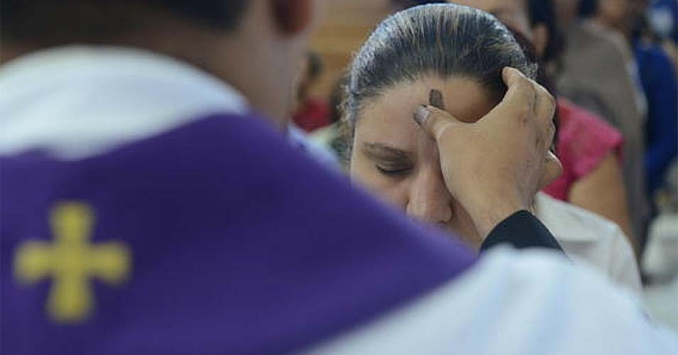 Católicos celebram Quarta-feira de Cinzas; confira horários das missas