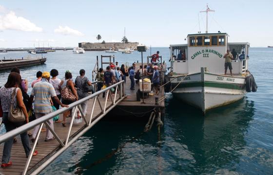 Protesto de moradores impede retomada da travessia Salvador-Mar Grande