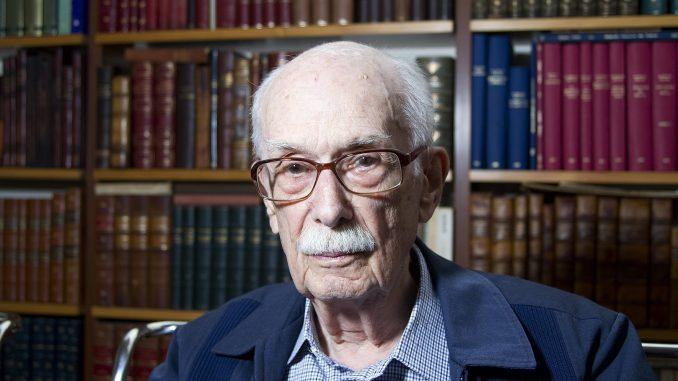 Crítico literário Antonio Cândido more aos 98 anos em SP