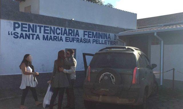 Suzane Richthofen deixa cadeia para passar o Dia das Mães com namorado