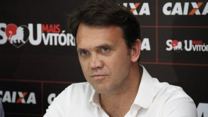 Após derrota para a Chapecoense, Petkovic é demitido do Vitória
