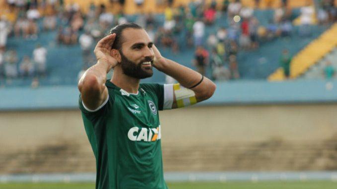 Léo Gamalho acerta rescisão de contrato e deixa o Goiás