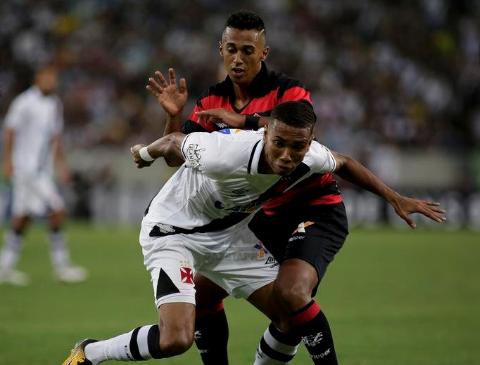 Vitória marcou o gol de empate nos minutos finais. Foto  Luciano Belford   Agif Gazeta Press 83eb75a6b88cb