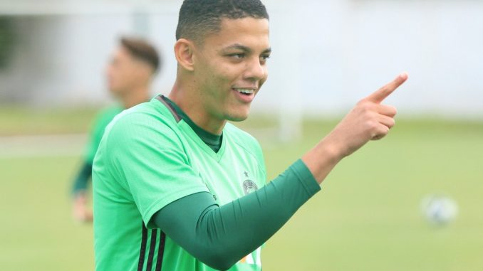 Coritiba se reforça com zagueiro ex-Goiás, mas revelado no Paraná Clube