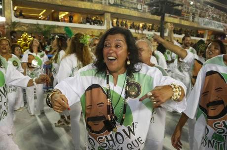 Escola de Samba faz homenagem para Arlindo Cruz