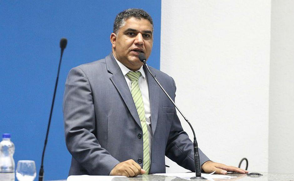 Justiça acata pedido do MP-BA e afasta Oziel Araújo da função de vereador de Camaçari