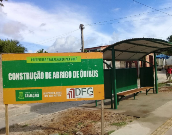Prefeitura instala novos pontos de ônibus em Camaçari