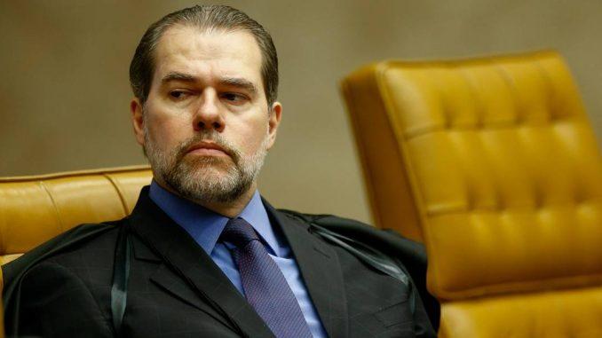 Luiz Fux dá 5º voto para rejeitar habeas corpus a Lula