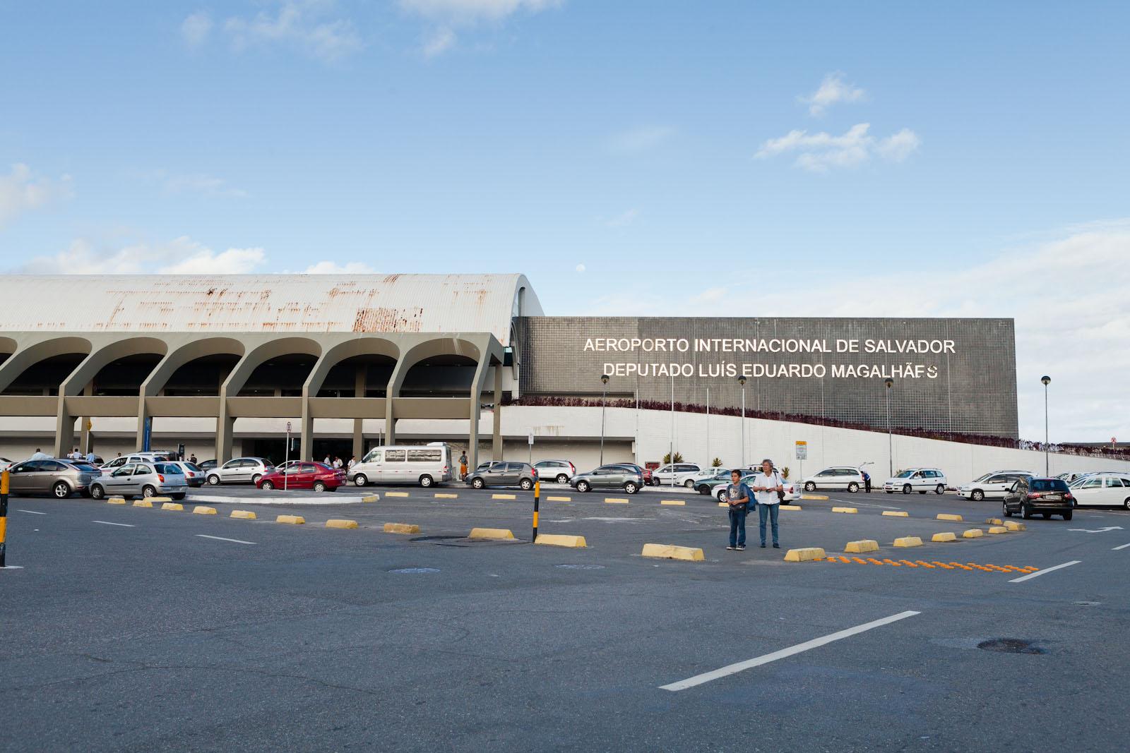Casal é preso ao tentar embarcar no aeroporto de Salvador com cocaína diluída em frascos