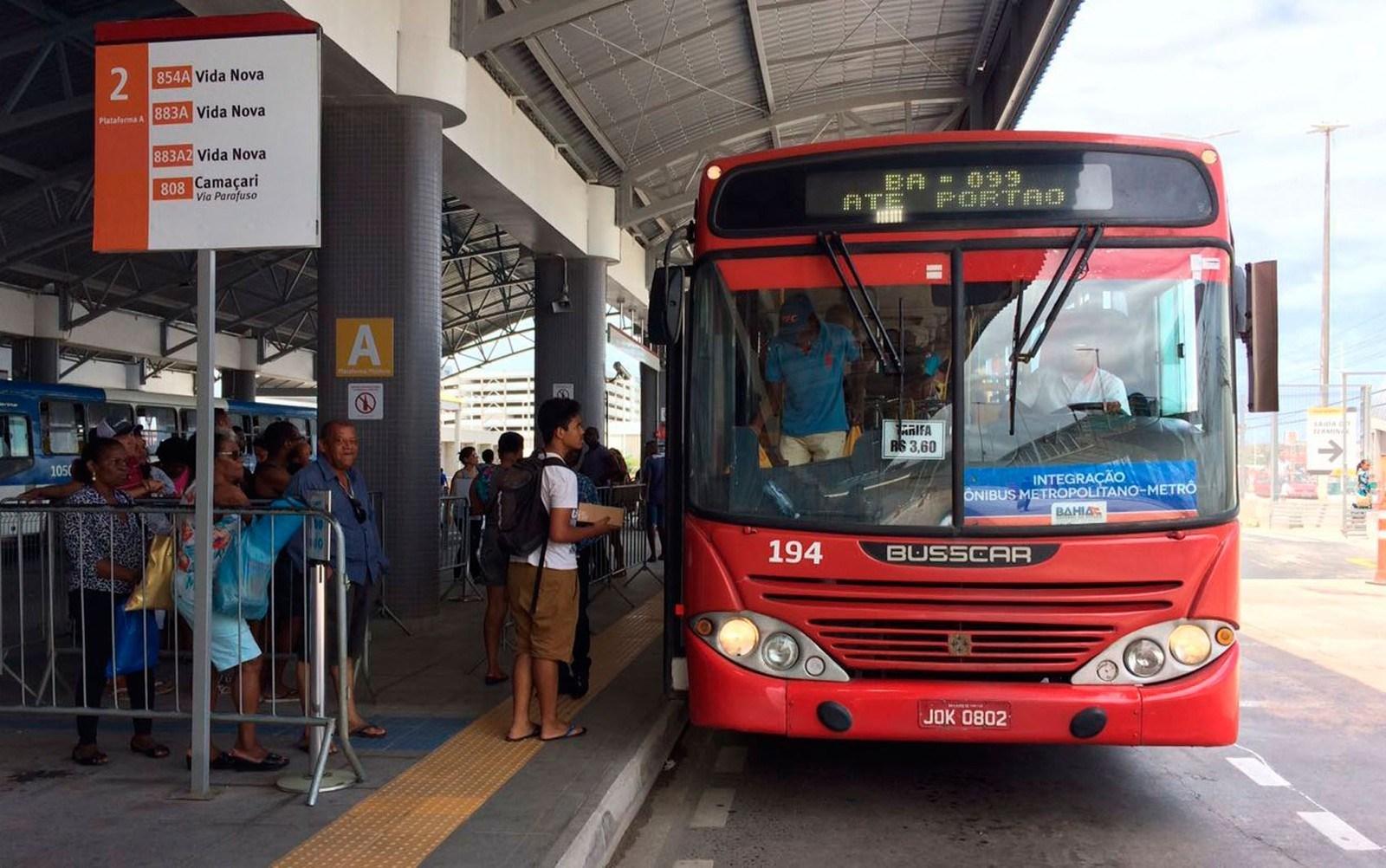 Rodoviários impedem que ônibus saiam da Estação Acesso Norte