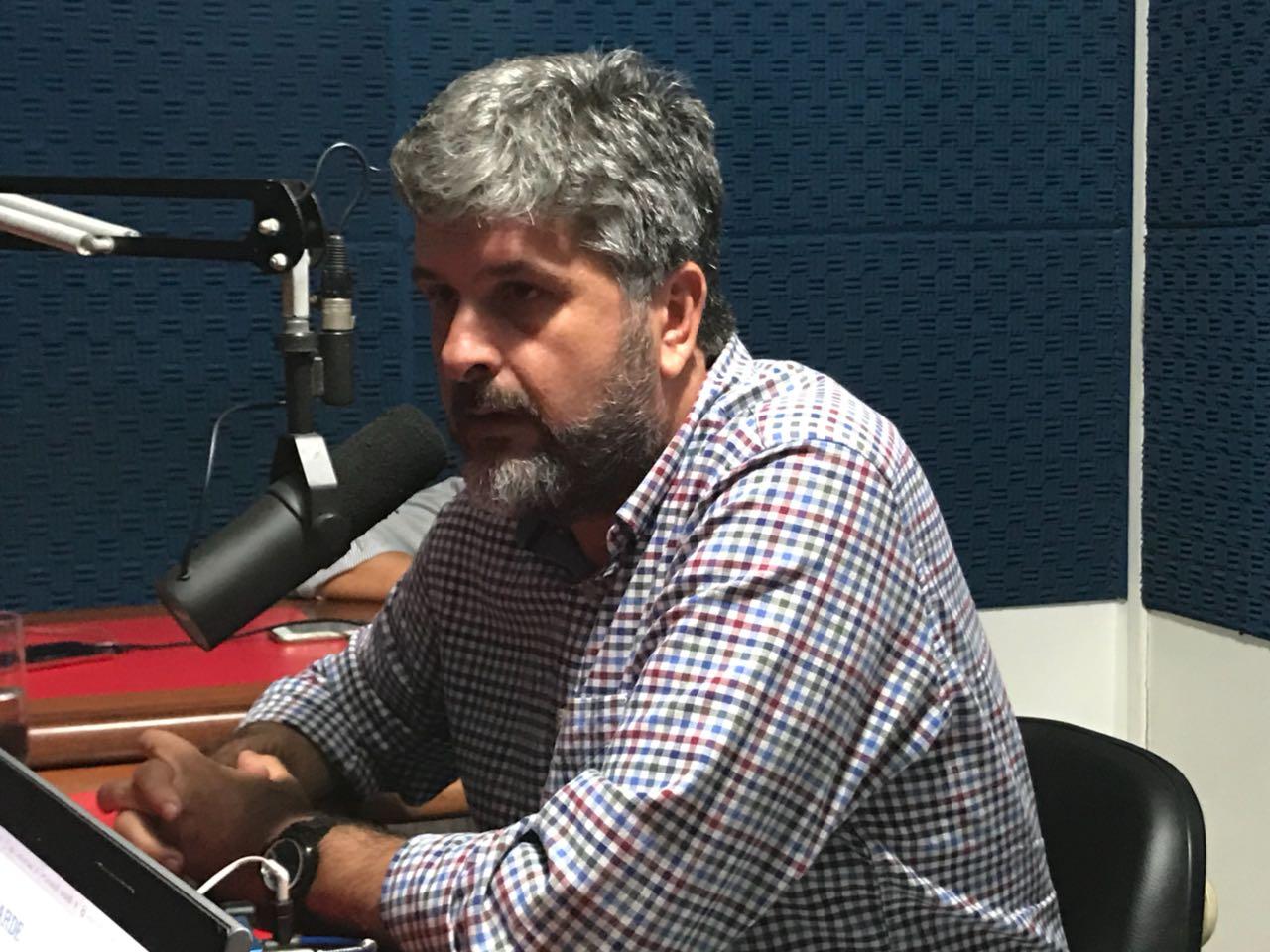 Gustavo Ferraz comenta briga de Moema e Mirela Macedo