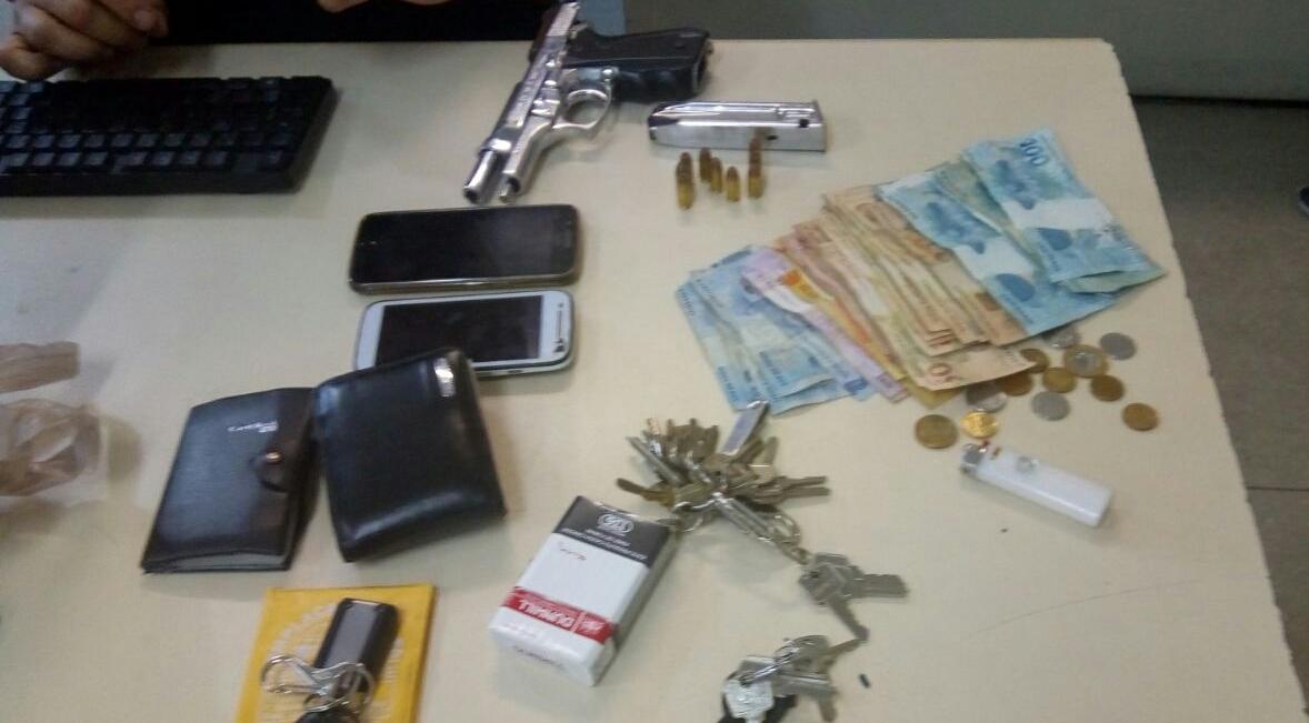 Trio é preso com pistola e R$1,7 mil em Camaçari