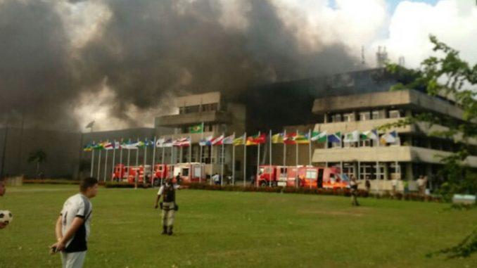 Resultado de imagem para Incêndio atinge prédio da Assembleia Legislativa da Bahia