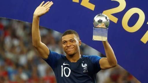 """Pelé elogia Mbappé e o jovem craque responde: """"O rei sempre continuará rei"""""""