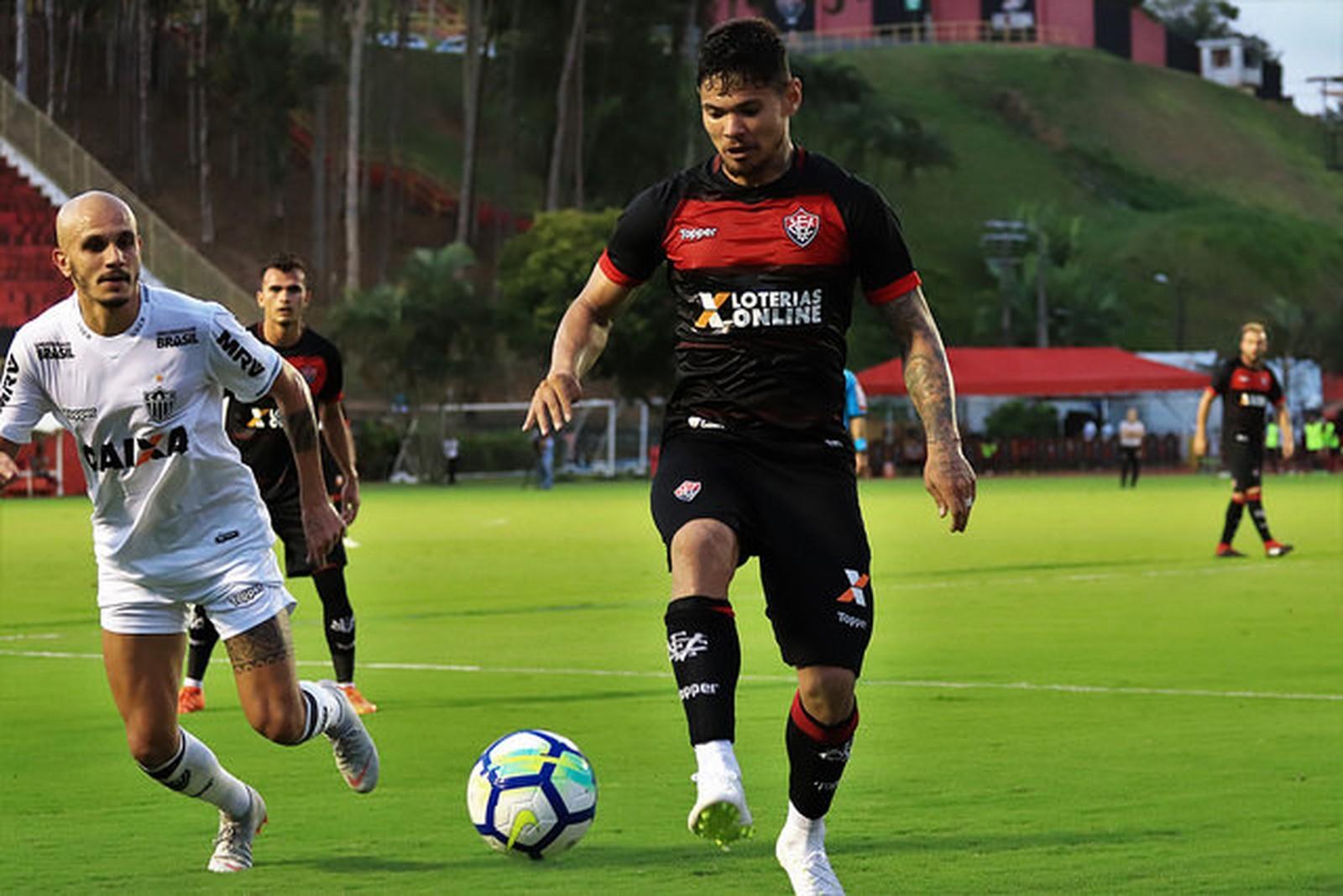 """Léo Ceará diz que está focado nos treinos e evita euforia: """"pensar jogo a jogo"""""""