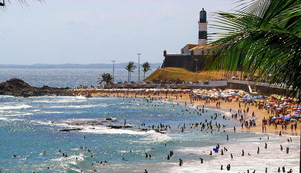 14 praias estão impróprias para banho neste fim de semana em Salvador