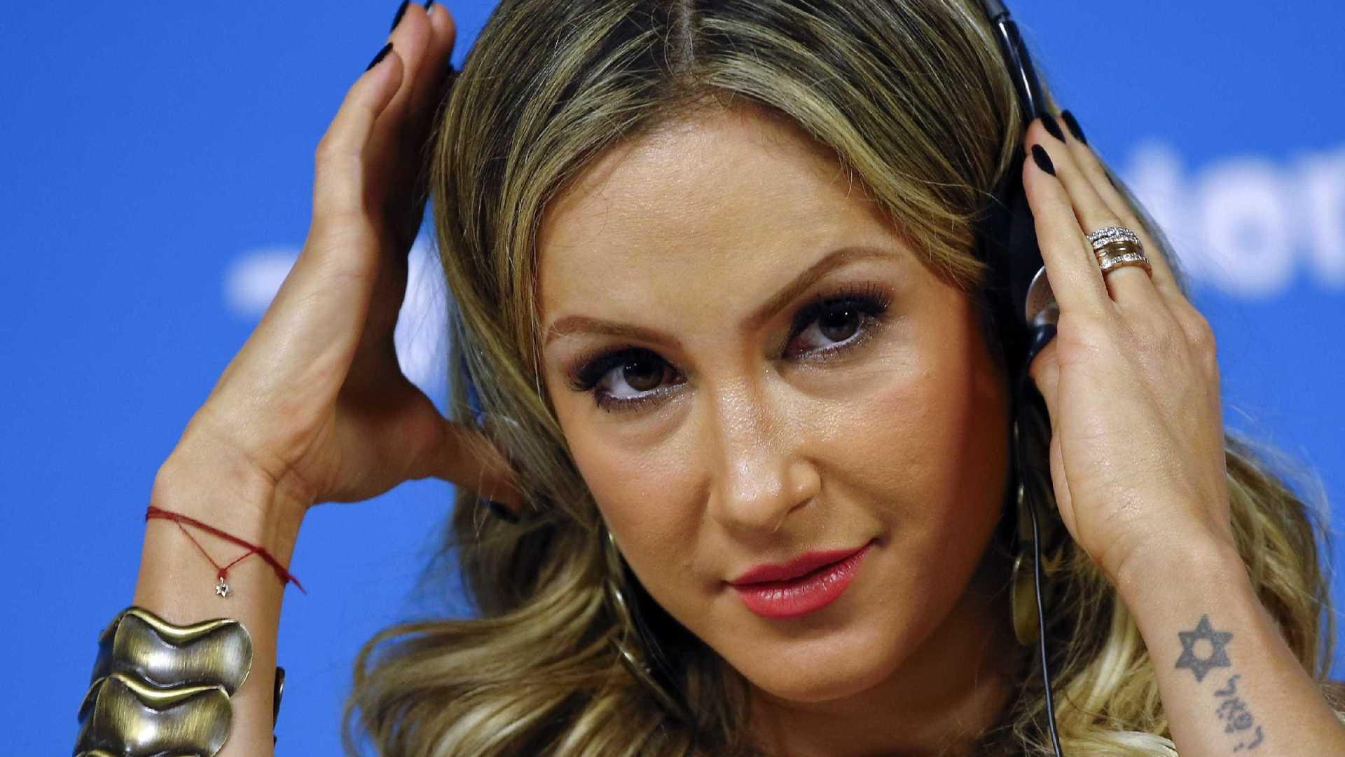 Claudia Leitte desabafa em rede social após ser constrangida por Silvio Santos