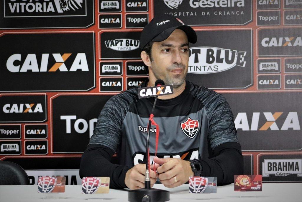 João Burse avalia novo contratado e revela que tem base do time que vai atuar no Sub-23