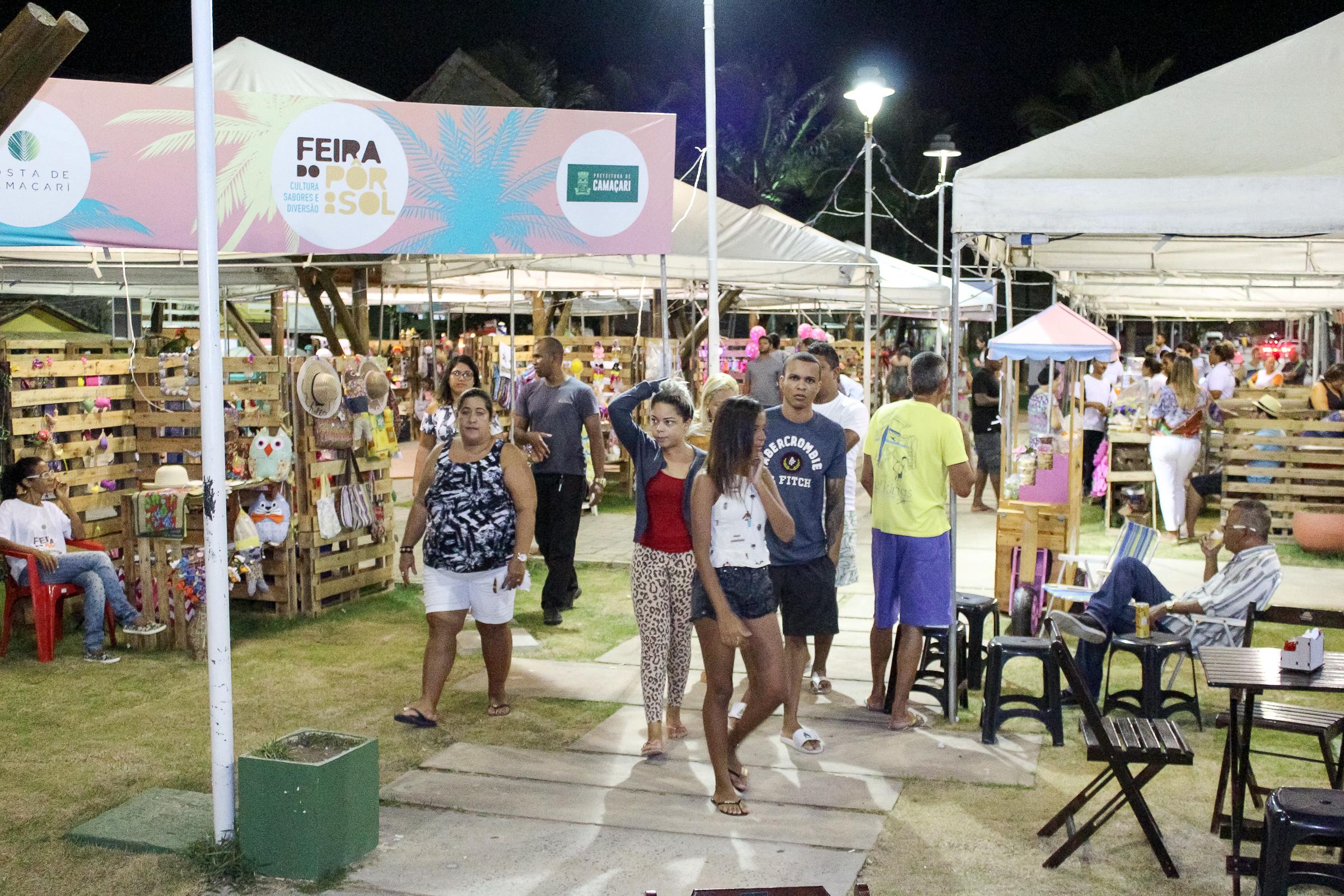 Feira do Pôr do Sol movimenta Costa de Camaçari no fim de semana