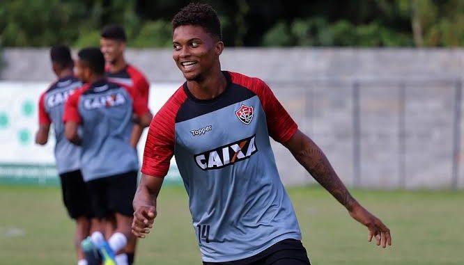 Resultado de imagem para Vitória oficializa a venda de Lucas Ribeiro ao futebol alemão