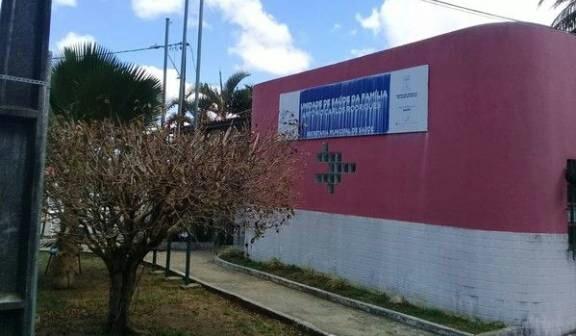 Infestação de pulgas suspende atendimento em posto de saúde de Lauro de Freitas