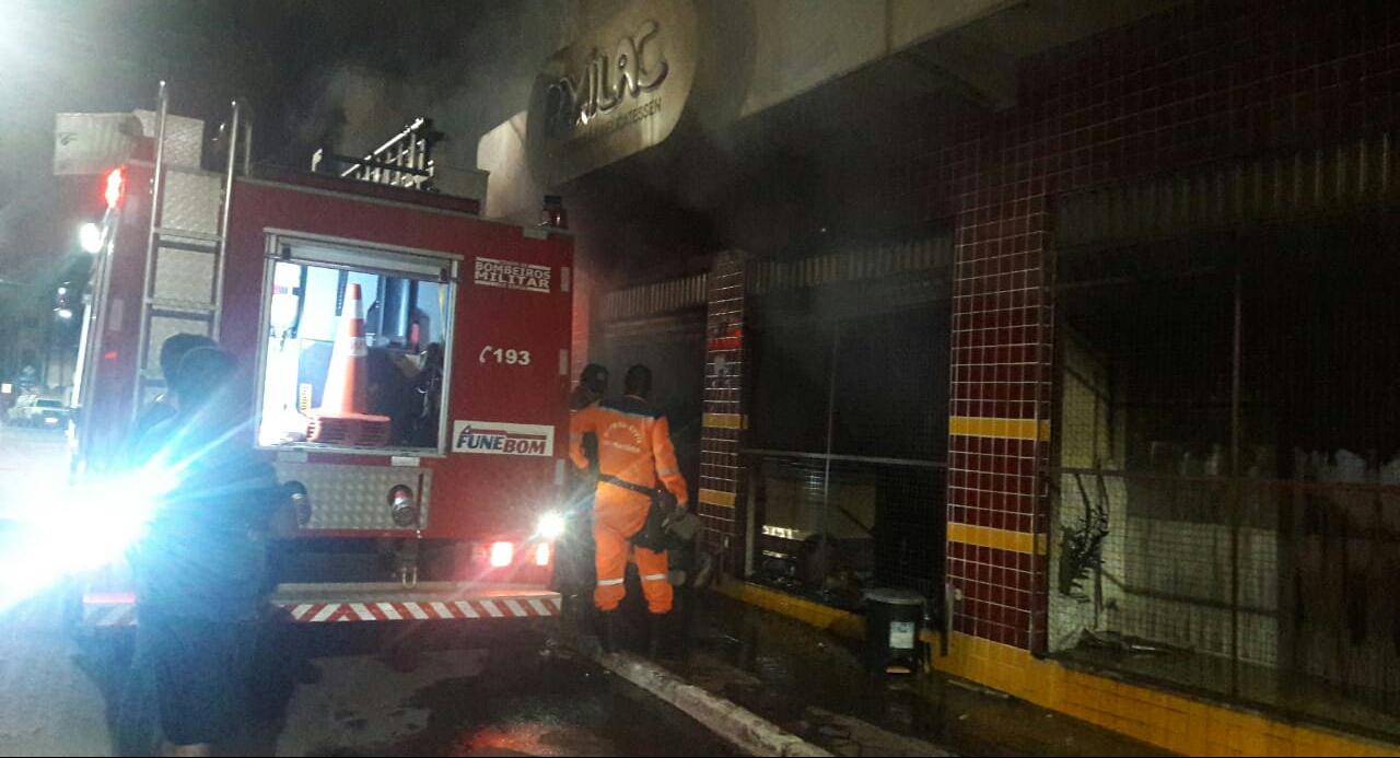 Vídeo: incêndio destrói panificadora em Camaçari