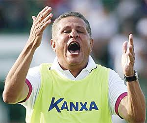 """Técnico do Atlético de Alagoinhas, Arnaldo Lira detona o Vitória: """"Toda vez que joga comigo é pau"""""""