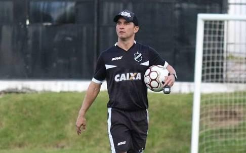 """""""A troca do técnico vai criar uma certa motivação no Vitória"""", afirma o treinador do ABC"""