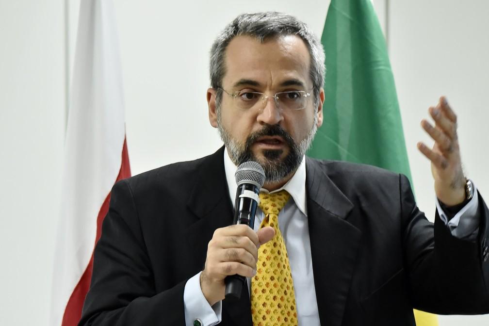 Ministro da Educação diz que filmar professores é direito dos alunos