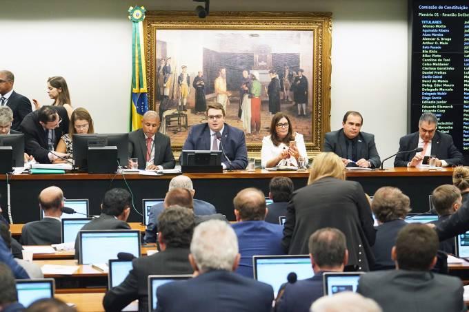 Reforma da Previdência é aprovada na CCJ da Câmara