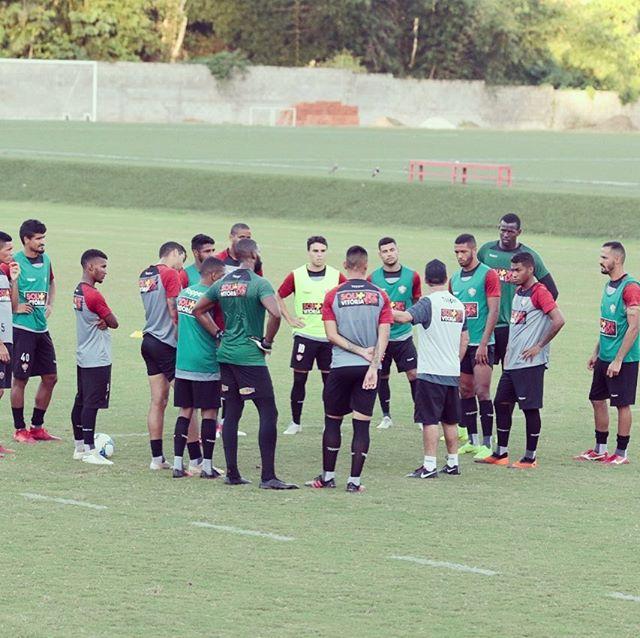De técnico novo, Vitória visita o Atlético-GO visando reabilitação na Série B