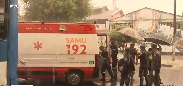 Acidente entre moto e ônibus mata mulher em Salvador