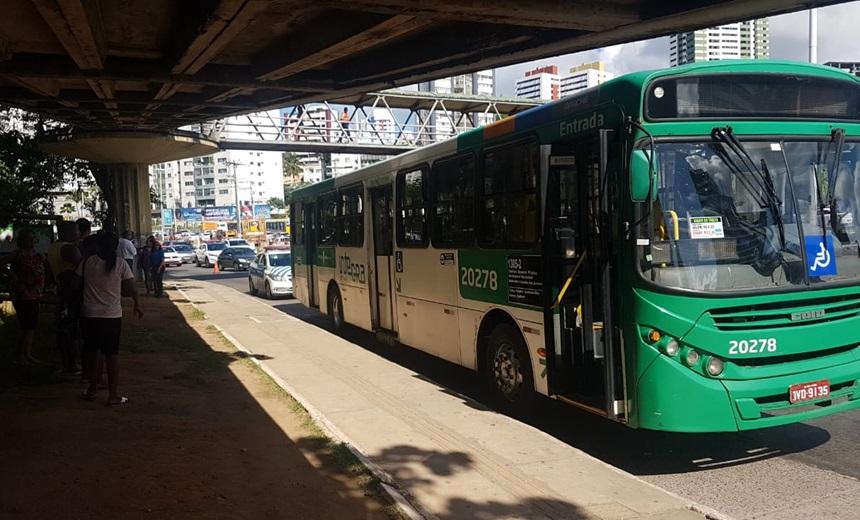 Homem passa mal e morre dentro de ônibus em Salvador