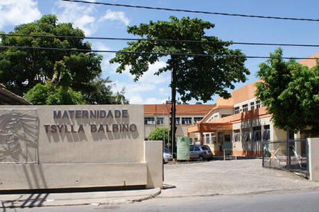Mulher dá a luz na recepção da Maternidade Tsylla Balbino, em Salvador