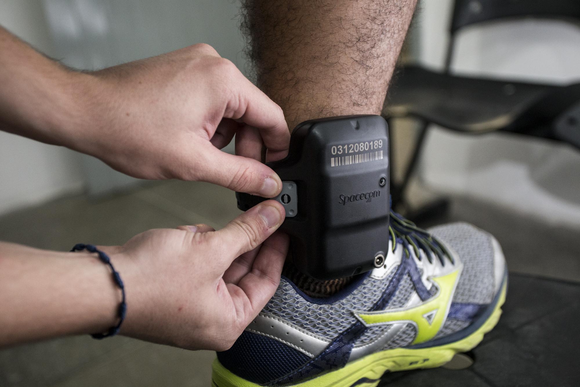 Homem que cometia assaltos usando tornozeleira eletrônica é preso em Salvador