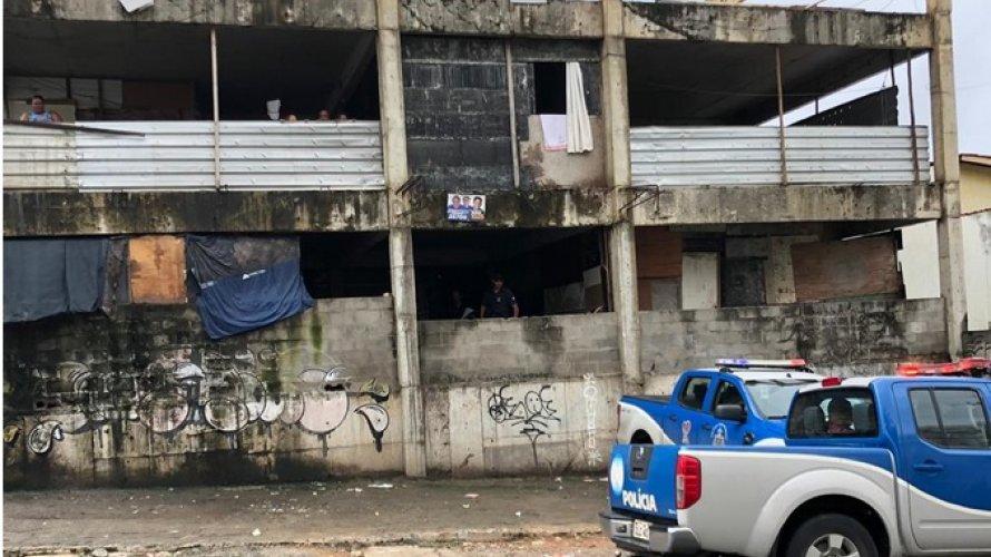 Homem é espancado até a morte em prédio abandonado de Salvador